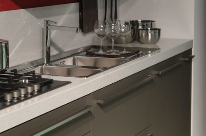 How to prevent rust from affecting a stainless sink